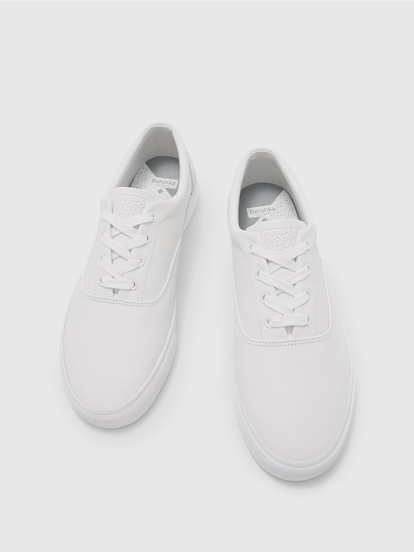 Simple White Shoes – Pepper